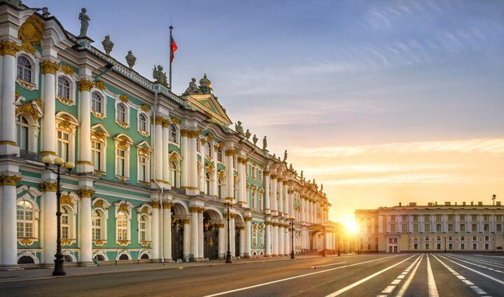 Москва-Санкт-Петербург‒ день за днем